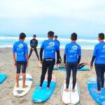 Surfeando y cuidando el océano con los niños de Tijuana