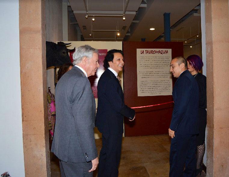El promotor cultural independiente Sergio Corella, al inaugurar la exposición