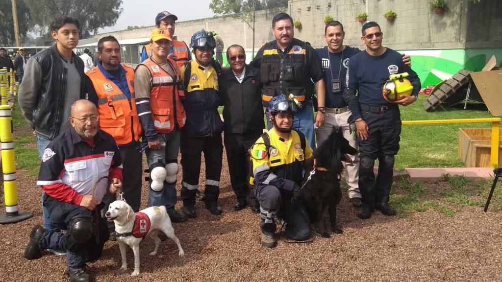 """Cuentan """"Pumas"""" con programa de manejadores de perros"""