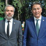 Zurav Eristavi, embajador de Georgia, y Andrian Yelemessov, embajador de Kazajstán