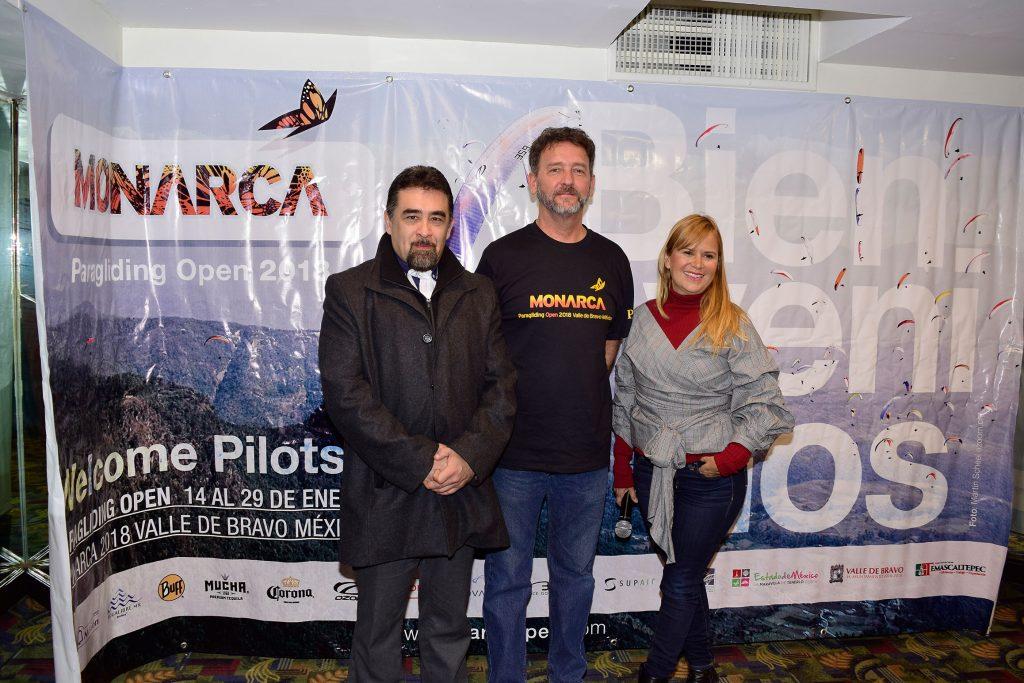 Oscar Serrano, Miguel Gutiérrez y Claudia Gómez Palacios, invitaron al público al Abierto de Parapente Monarca 2018