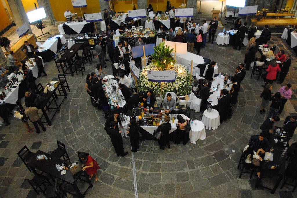 Entre vino y otras bebidas, así como productos gourmet, se realizó la 14ª edición de La Vendimia en el Club de Banqueros.