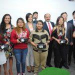 Directivos de Samsung México y la SCT con algunos usuarios de Punto México Conectado de la CDMX. Revista Protocolo Copyright©